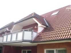Außenansicht des teilüberdachten Balkons