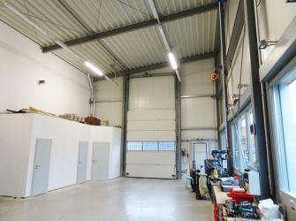 ***Europa-Makler*** Hochwertiges Bürogebäude mit Produktions-/Lagerhalle und guter Anbindung zur Niederländischen Grenze und den Autobahnen A30 und A31.