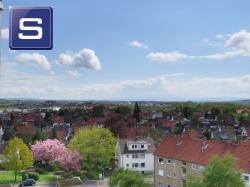 Mit Fernblick über die Stadt: Gepflegtes freies Appartement mit Balkon